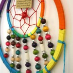 Dromenvanger regenboogkleuren - houten kralen 40cm 2-800