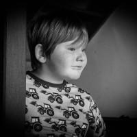 Constantyn (bijna 8) is blij met Maxomorra: van de shirts tot de joggingbroeken en zeker de pyjama's. Zijn lievelingskleur is blauw.