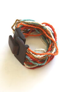 Fairtrade armband Indonesie - kralen en hout roodtinten