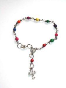 fairtrade-armband-peru-kleurenzaadjes-en-kruisje-800